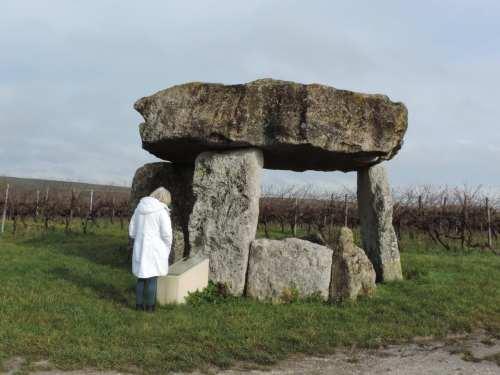 dolmen size